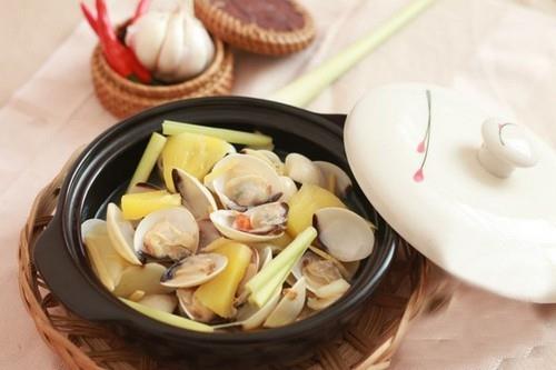 Nóng hổi thơm lừng món ngao hấp kiểu Thái
