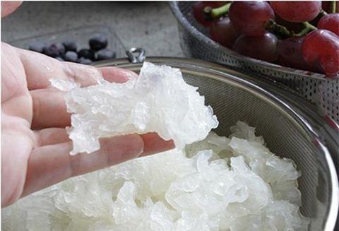 Nước ép trái cây từ nho và nấm tuyết