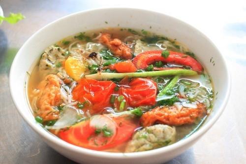 Quán ăn thực đơn theo ngày trong hẻm nhỏ Sài Gòn