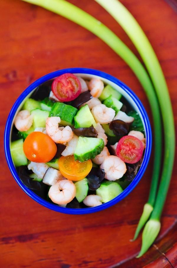 Salad tôm thanh đạm và đầy màu sắc