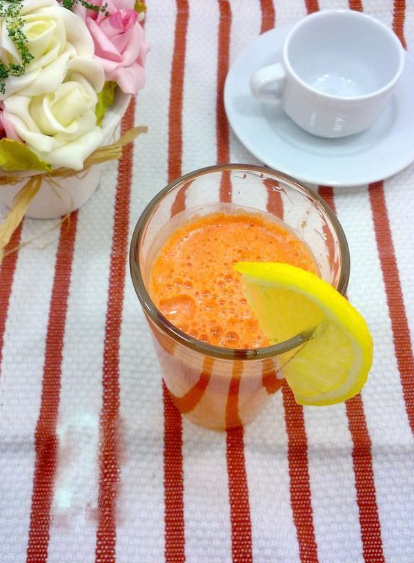 Sinh tố cà rốt giải nhiệt sau Tết