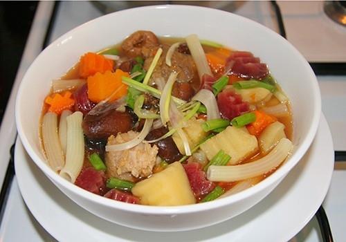 Soup nui nấu rau củ