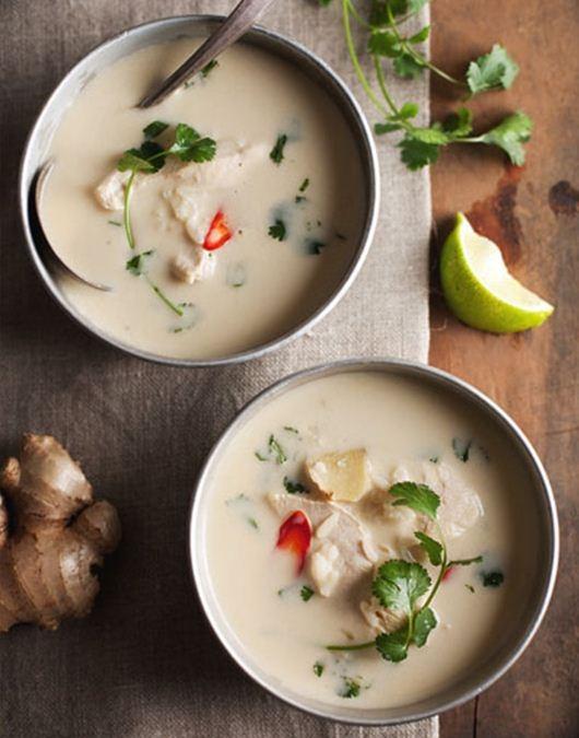 Súp gà nấu nước cốt dừa kiểu Thái