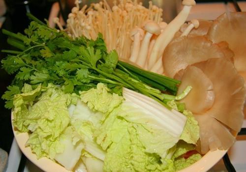 Thanh mát canh đậu phụ non nấu nấm