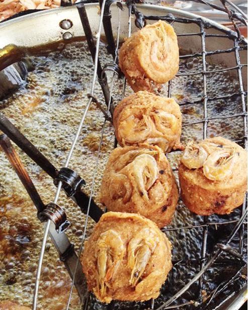 Thèm bánh cống Sóc Trăng giòn thơm mỗi chiều