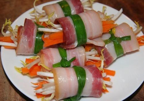 Thịt ba rọi xông khói cuộn giá chiên vàng