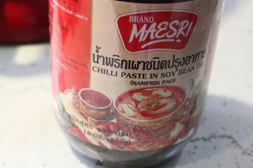Thịt lợn xào tương ớt kiểu Thái