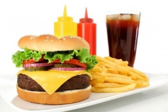 Thức ăn nhanh khiến con người dễ bị trầm cảm