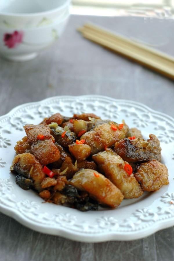 Thực đơn cơm tối: cá rán mắm gừng và rau bí xào tỏi