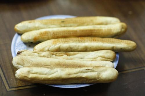 Tìm bánh mì cay Hải Phòng ngon ở Hà Nội