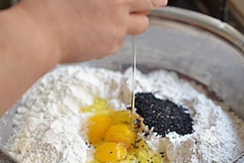 Trổ tài làm bánh vừng chiên giòn rụm thơm ngon