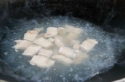 Trổ tài làm mì thịt heo hầm cho bữa sáng