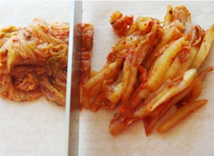 Trứng rán cuộn kimchi